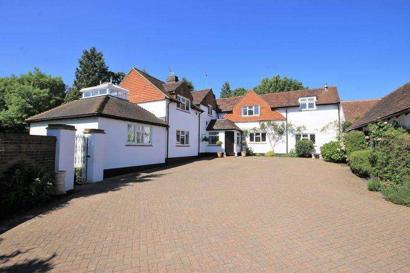 5 Bedrooms Detached House for sale in Broadlands, Burgess Hill, West Sussex