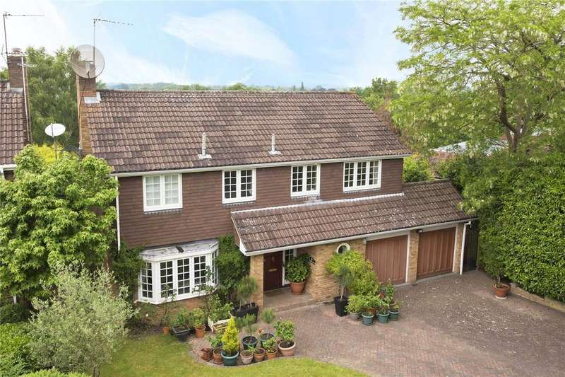 5 Bedrooms Detached House for sale in Oatlands Mere, Weybridge, KT13