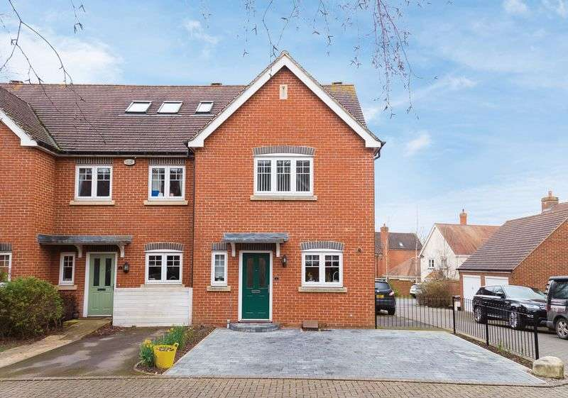 3 Bedrooms Property for sale in Elm Farm Close, Grove, Wantage