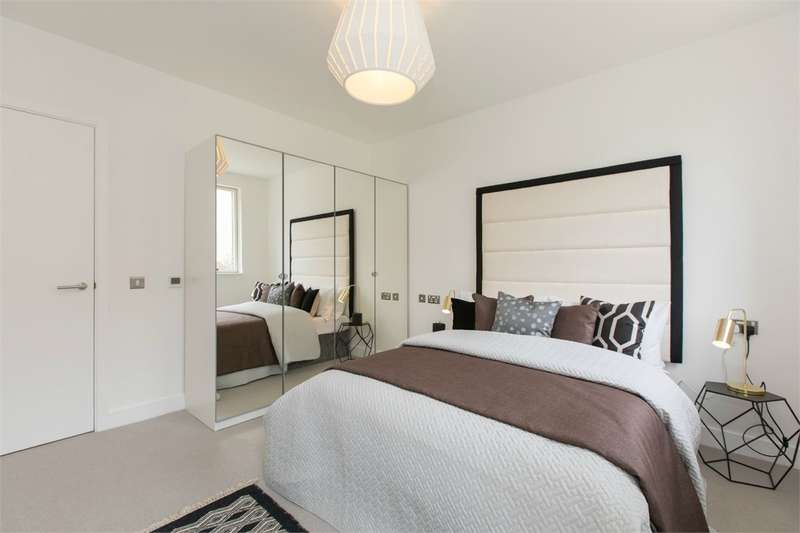 2 Bedrooms Flat for sale in Woodside Square, Muswell Hill, London