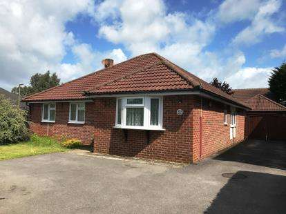 3 Bedrooms Bungalow for sale in Warsash, Southampton, Hampshire