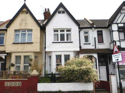 3 Bedrooms Flat for sale in Southend-On-Sea, Essex