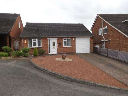 2 Bedrooms Bungalow for sale in Tracy Close, Beeston, Nottingham