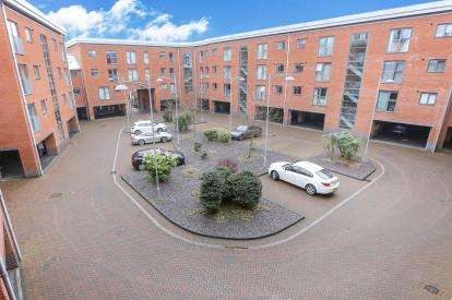 2 Bedrooms Flat for sale in Rothesay Gardens, Wolverhampton, West Midlands