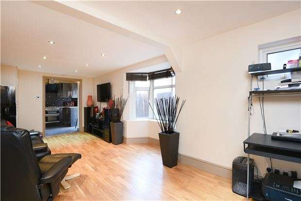 2 Bedrooms Flat for sale in Ferrers Road, LONDON, SW16