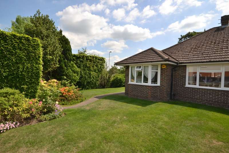2 Bedrooms Semi Detached Bungalow for sale in Old Woking