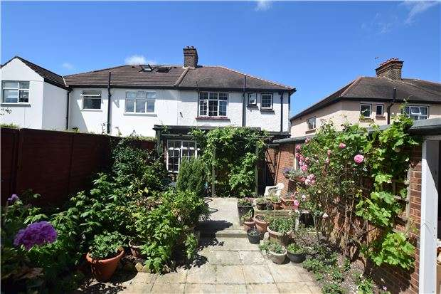 4 Bedrooms Semi Detached House for sale in Willows Avenue, MORDEN, Surrey, SM4 5SG