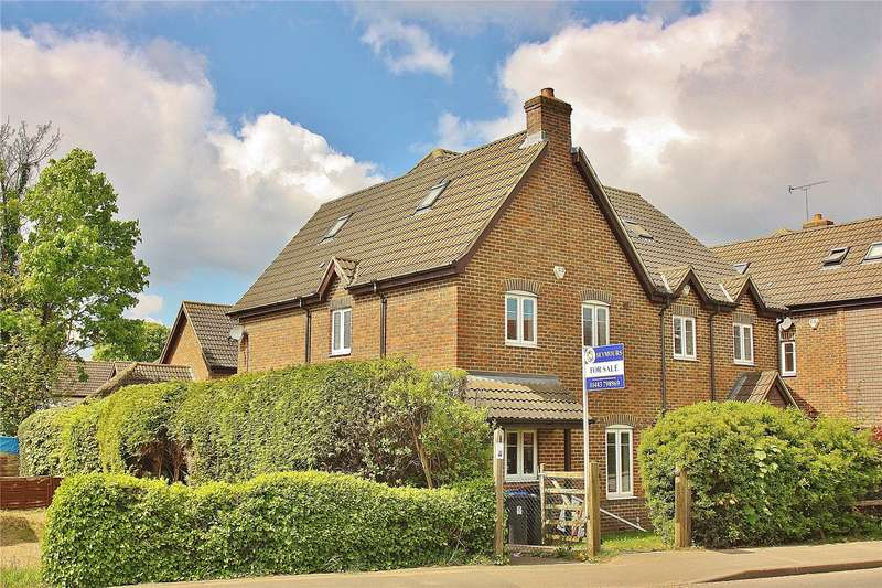 4 Bedrooms Semi Detached House for sale in Bagshot Road, Knaphill, Woking, Surrey, GU21