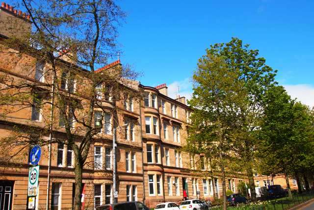 3 Bedrooms Flat for rent in Barrington Drive, Woodlands, Glasgow