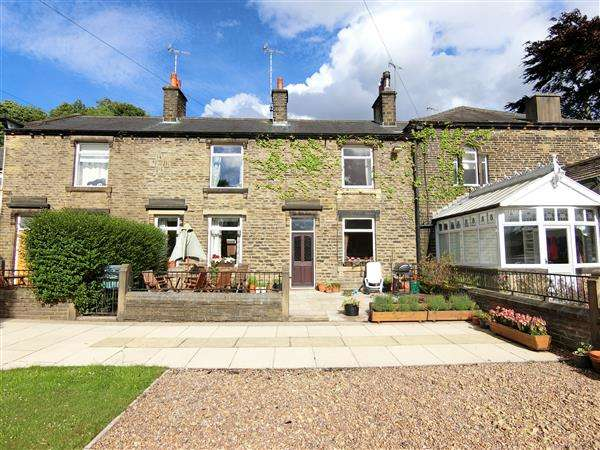 3 Bedrooms Terraced House for sale in Grove Houses, Holmfirth