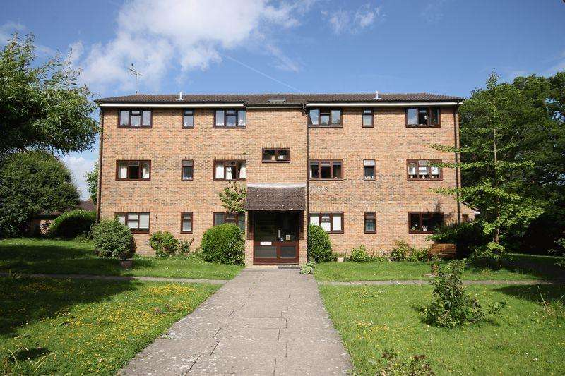 2 Bedrooms Flat for sale in Kings Way, Burgess Hill, West Sussex