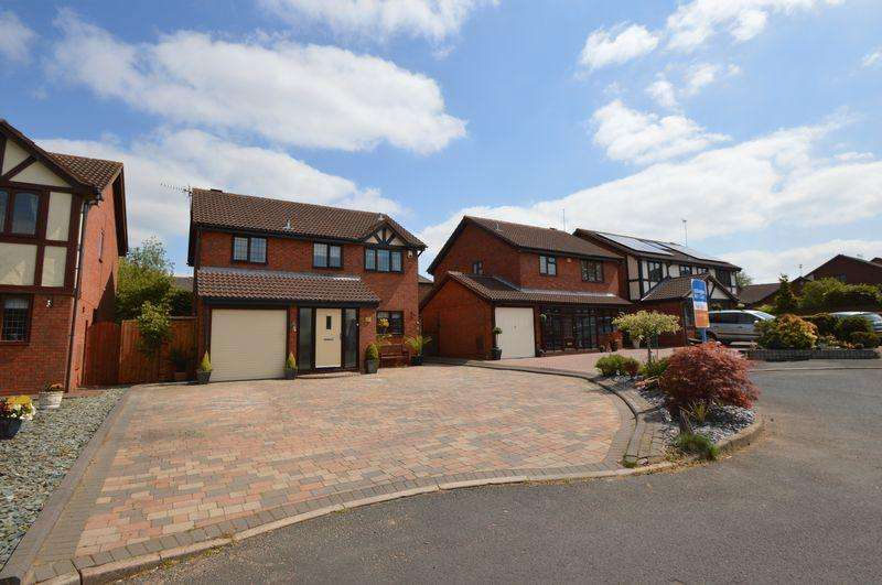 4 Bedrooms Detached House for sale in Penrith Close, Lakeside