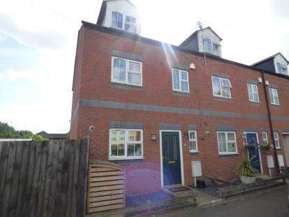 3 Bedrooms End Of Terrace House for sale in Alma Street, St. James, Northampton, Northamptonshire