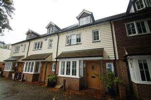 4 Bedrooms Terraced House for sale in Water Lane, Handcross, Haywards Heath, West Sussex