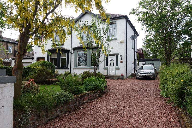 3 Bedrooms Semi Detached House for rent in Lindsaybeg Road, Lenzie, Glasgow, G66 5HZ