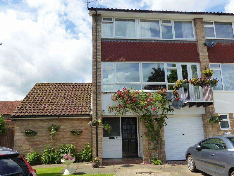 4 Bedrooms End Of Terrace House for sale in Rookery Court, Marlow