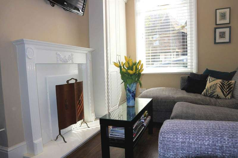 3 Bedrooms Town House for sale in St Radiguns Street, Canterbury