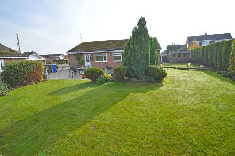 3 Bedrooms Bungalow for sale in Flint Close, Hazel Grove