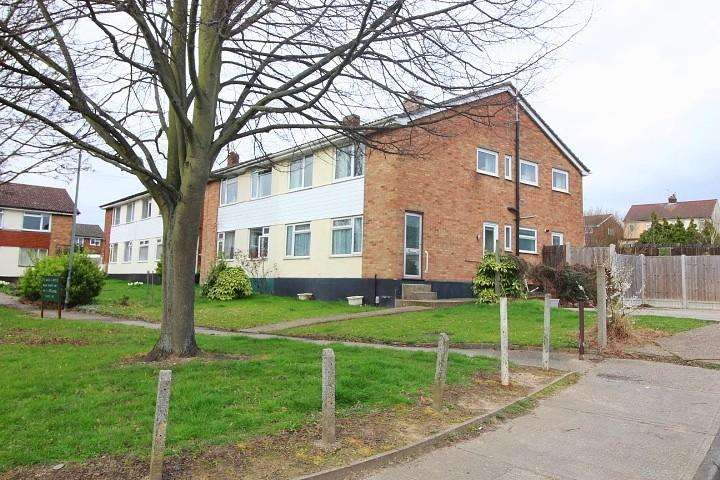 2 Bedrooms Maisonette Flat for sale in Romford Close, Colchester, Essex, CO4