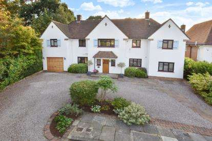 6 Bedrooms Detached House for sale in The Dale, Keston