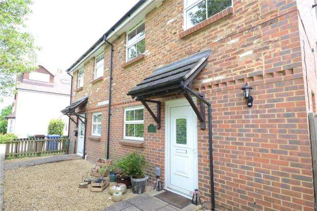 3 Bedrooms Semi Detached House for sale in Greens Cottages, Broad Lane, Bracknell