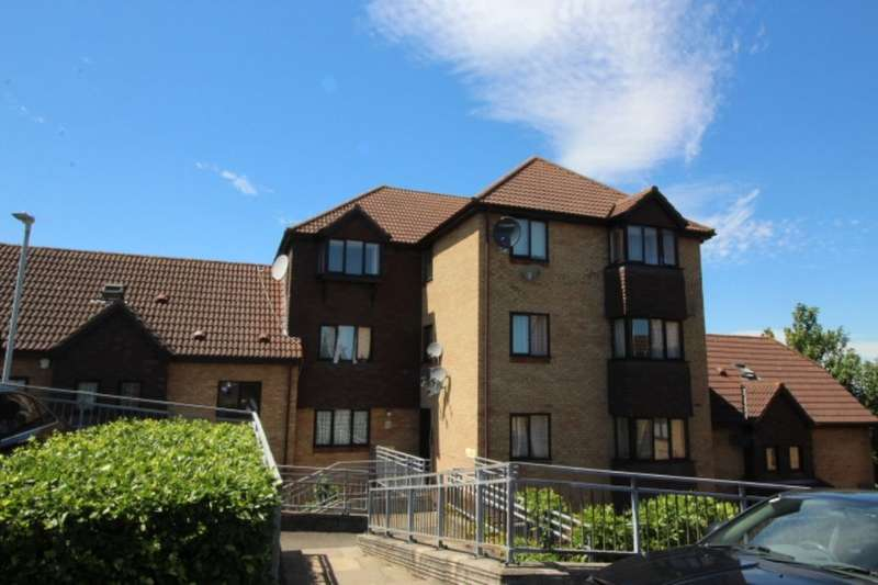 2 Bedrooms Flat for sale in Hattersfield Close, Belvedere, DA17