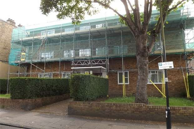 2 Bedrooms Flat for sale in Clapham Manor Street, London