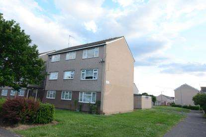 2 Bedrooms Flat for sale in Corringham, Stanford-Le-Hope, Essex