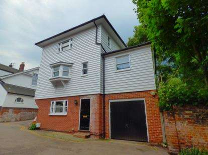 3 Bedrooms Detached House for sale in East Hill, Colchester, Essex