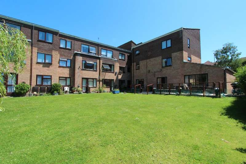 1 Bedroom Ground Flat for sale in HIGHCLIFFE ON SEA
