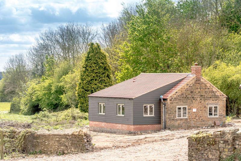 2 Bedrooms Detached Bungalow for sale in Ridgeway Court Yard Main Road, Ridgeway