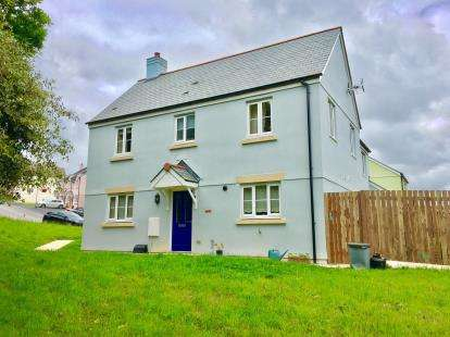 3 Bedrooms Semi Detached House for sale in Falmouth, Cornwall