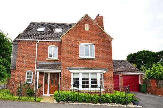 5 Bedrooms Detached House for sale in Causton Road, Beggarwood, Basingstoke