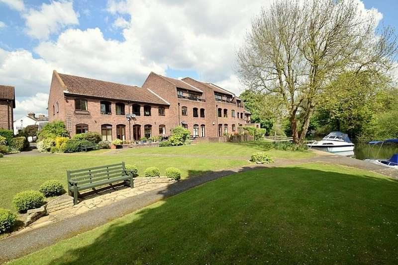 2 Bedrooms Flat for sale in Eton Bank Court, Tangier Lane, Eton, SL4