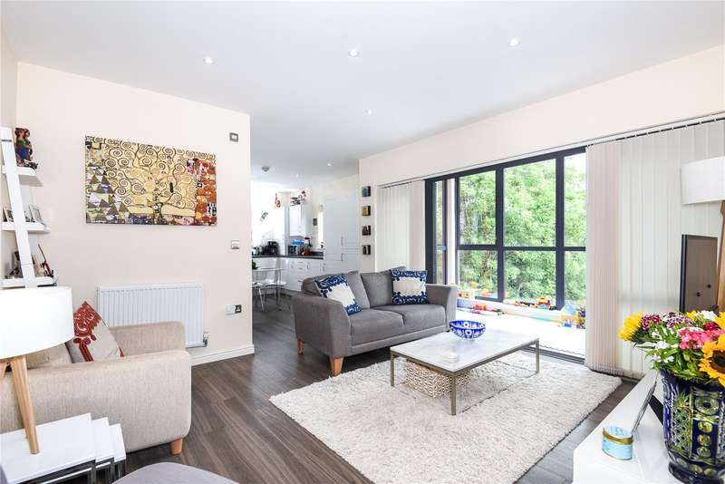 2 Bedrooms Apartment Flat for sale in Fulmar House, 21 Brand Avenue, Uxbridge, Middlesex, UB10
