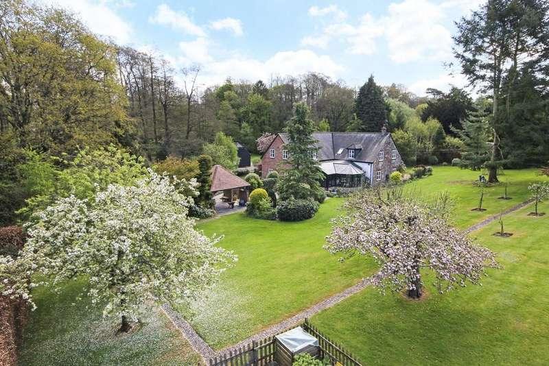 5 Bedrooms Detached House for sale in Fryern Park, Storrington, West Sussex, RH20