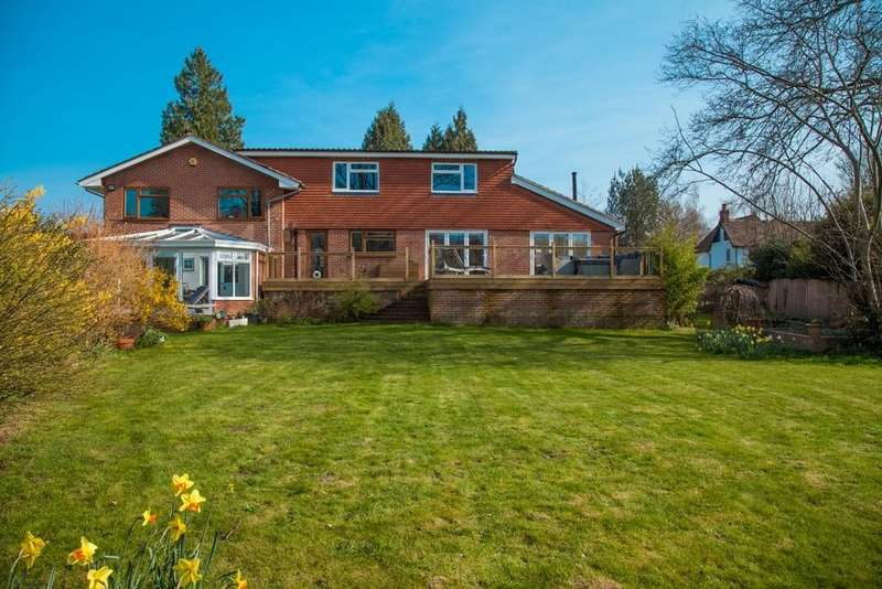 5 Bedrooms Detached House for sale in Lindford Road, Lindford, Bordon, GU35