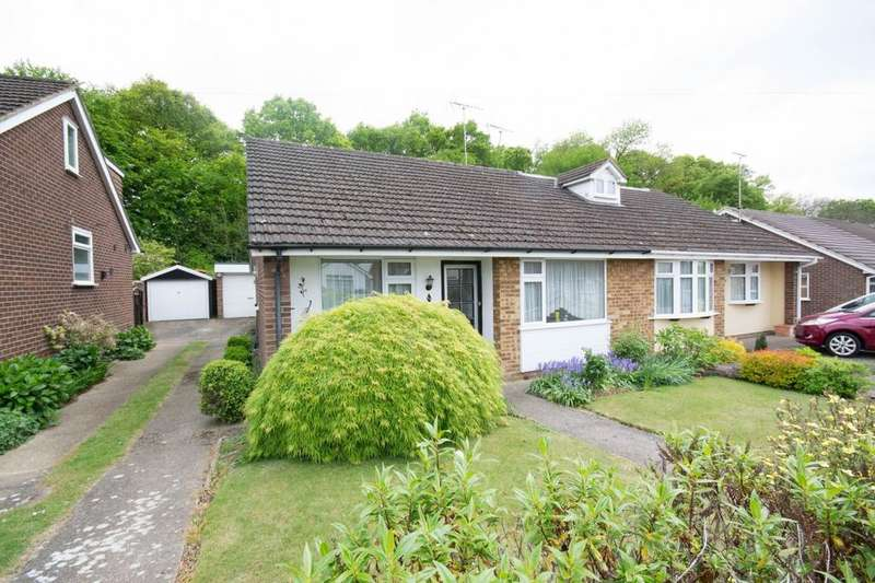 2 Bedrooms Semi Detached Bungalow for sale in Woodland Avenue, Hutton, Brentwood, Essex, CM13