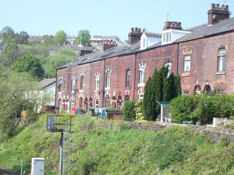 3 Bedrooms Terraced House for sale in Woodbank Terrace, Mossley, Ashton-under-lyne, Lancashire, OL5