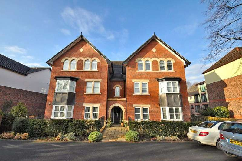 2 Bedrooms Apartment Flat for sale in Cambridge House, Bramhall Lane South, Bramhall,