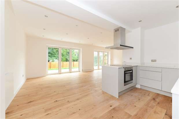 3 Bedrooms Flat for sale in Hamlet Road, London