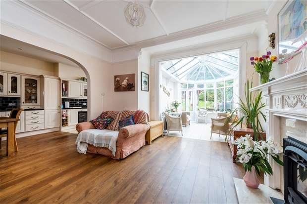 5 Bedrooms Semi Detached House for sale in Ferndene Road, Herne Hill