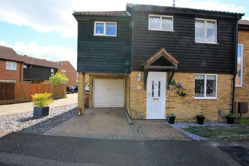 4 Bedrooms Semi Detached House for sale in 57 Parishes Mead