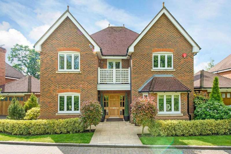 5 Bedrooms Detached House for sale in Eggleton Drive, Tring