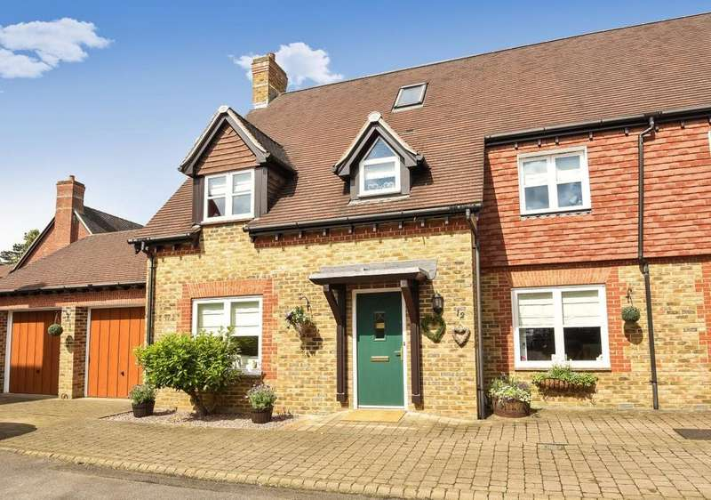 5 Bedrooms Semi Detached House for sale in Barns Wallis Avenue, Christs Hospital, RH13