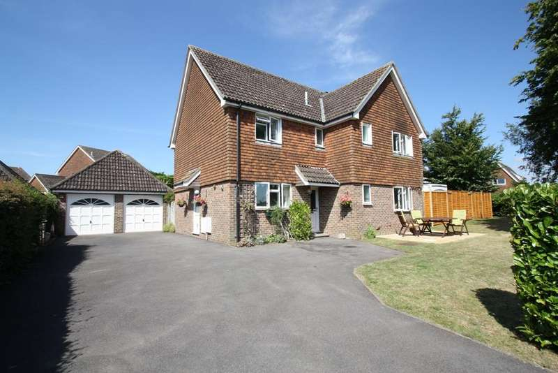 4 Bedrooms Detached House for sale in CHARLTON
