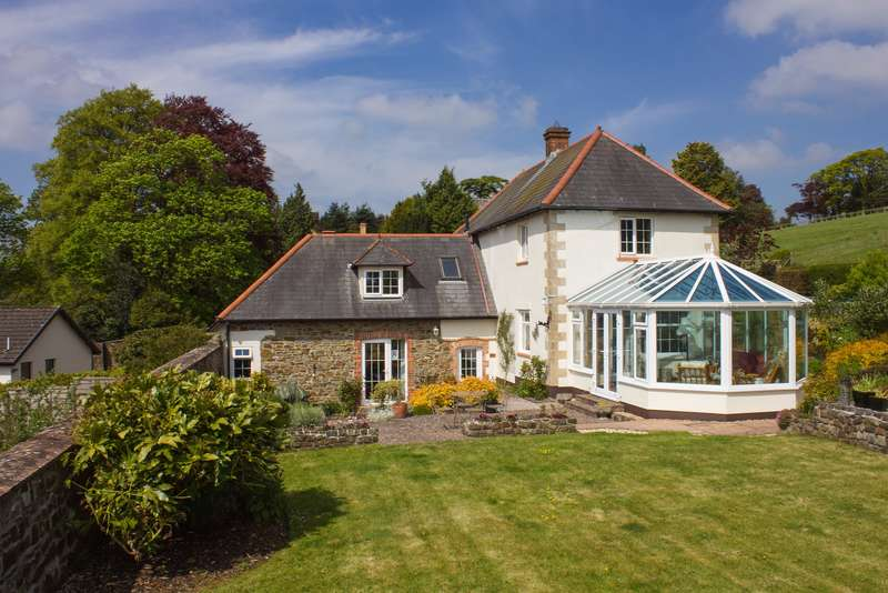 5 Bedrooms Detached House for sale in North Tawton