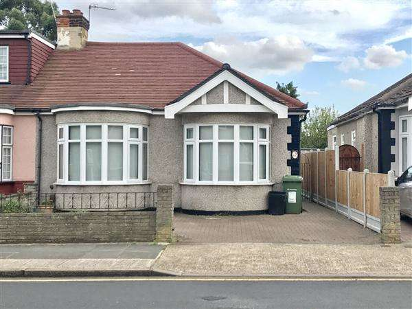 2 Bedrooms Bungalow for sale in Randall Drive, Hornchurch