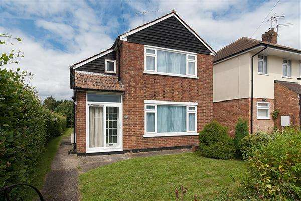 3 Bedrooms Detached House for sale in Pilgrims Way, Canterbury
