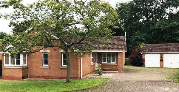 3 Bedrooms Detached Bungalow for sale in Pippin Drive, Scunthorpe